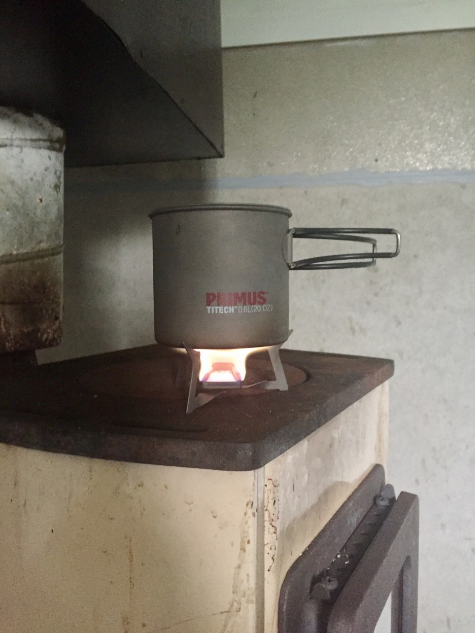 Förbereder frukost i Snjultje